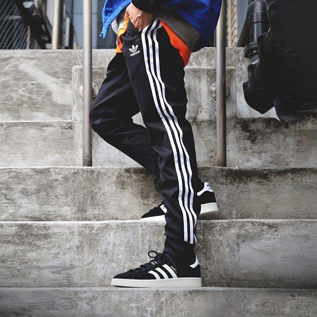 pantaloni adidas bianchi e neri