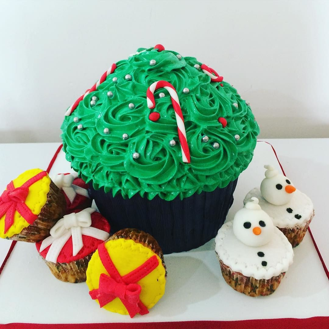 Navidad Giant Cupcake #dulcecreatividad #artedulce #reposteriacreativa #hechoamano by carycabaleiro