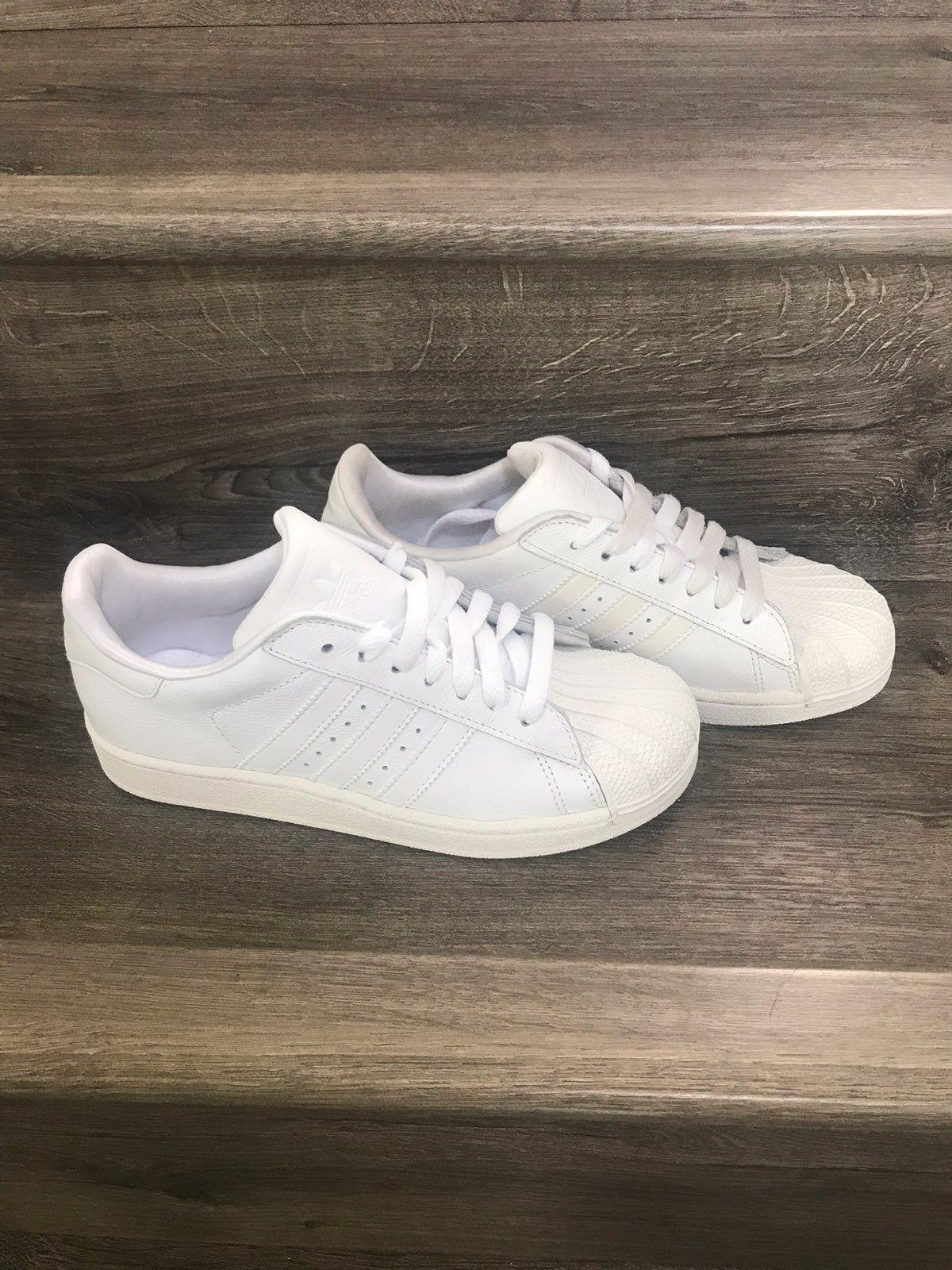 youth adidas superstar Left shoe