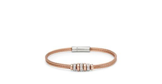 Klassisch und schick - dieses umwerfende Armband besteht aus zwei gedrehten Stahlseilen mit glitzernden Rondeln.