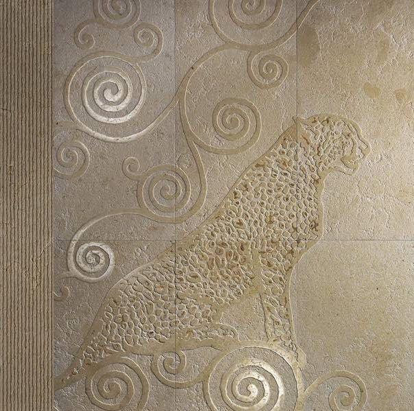 Le marmette di pietre naturali portano piante e animali della giungla alle pareti