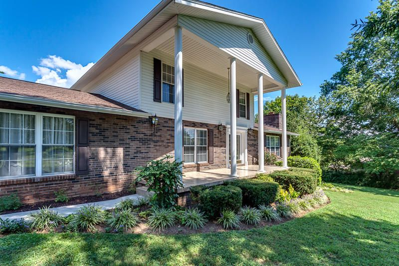 Incredible 2100 Mountain View Rd Lenoir City Tn 37771 Home For Sale Home Interior And Landscaping Spoatsignezvosmurscom