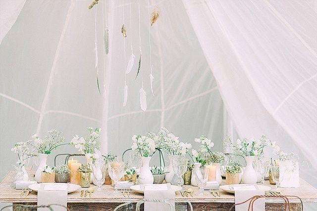 Tischdekoration Goldene Kalligraphie und Boho Lässigkeit mit noni federleicht | Hochzeitsblog - The Little Wedding Corner
