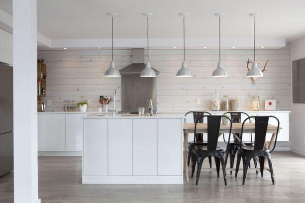 un appartement qu b cois cuisine ouverte style industriel et ouvert. Black Bedroom Furniture Sets. Home Design Ideas