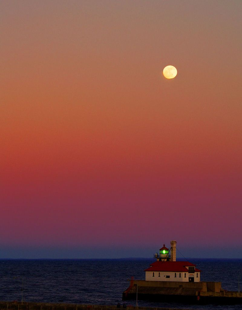 Moon Over Canal Park Was Taken At Canal Park In Duluth Minnesota Usa With Images Places To Go Scenic Lake Superior