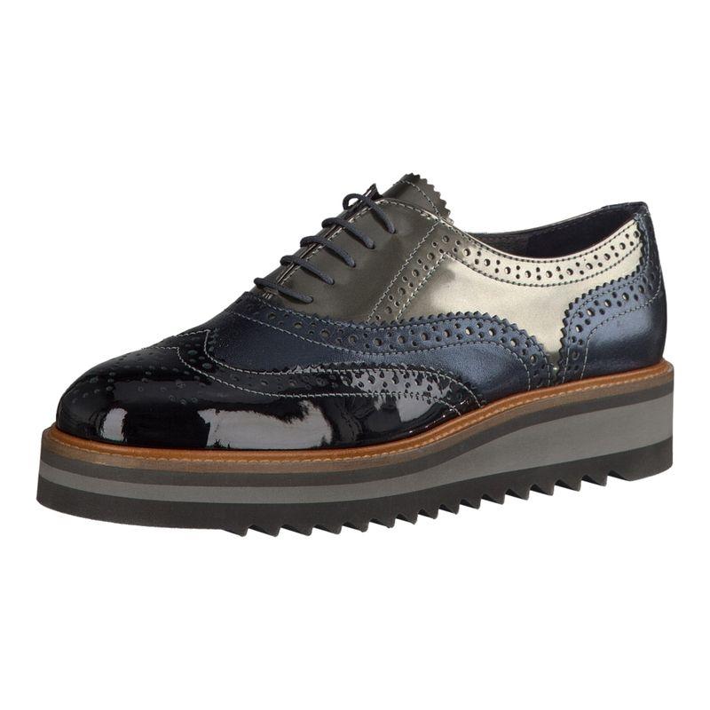 Der Maripé Schuh für Damen mit dicker Plateau- und Haifischzahn-Sohle besticht vor allem durch seine Lochstickerei im Budapester Style.