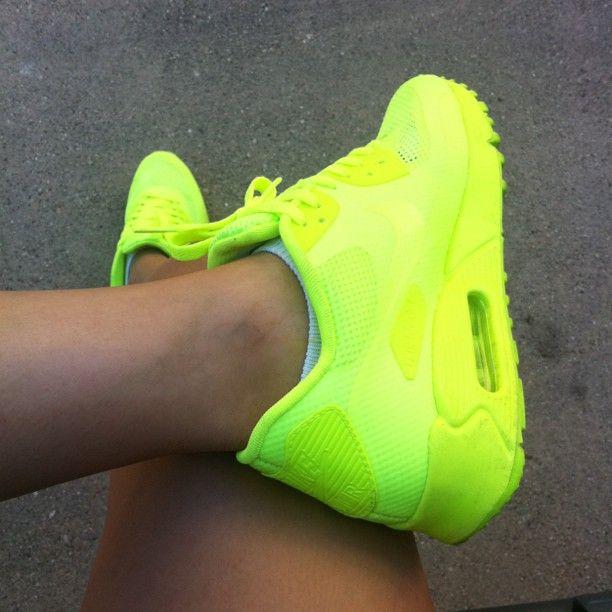 nike air max 2010 neon yellow