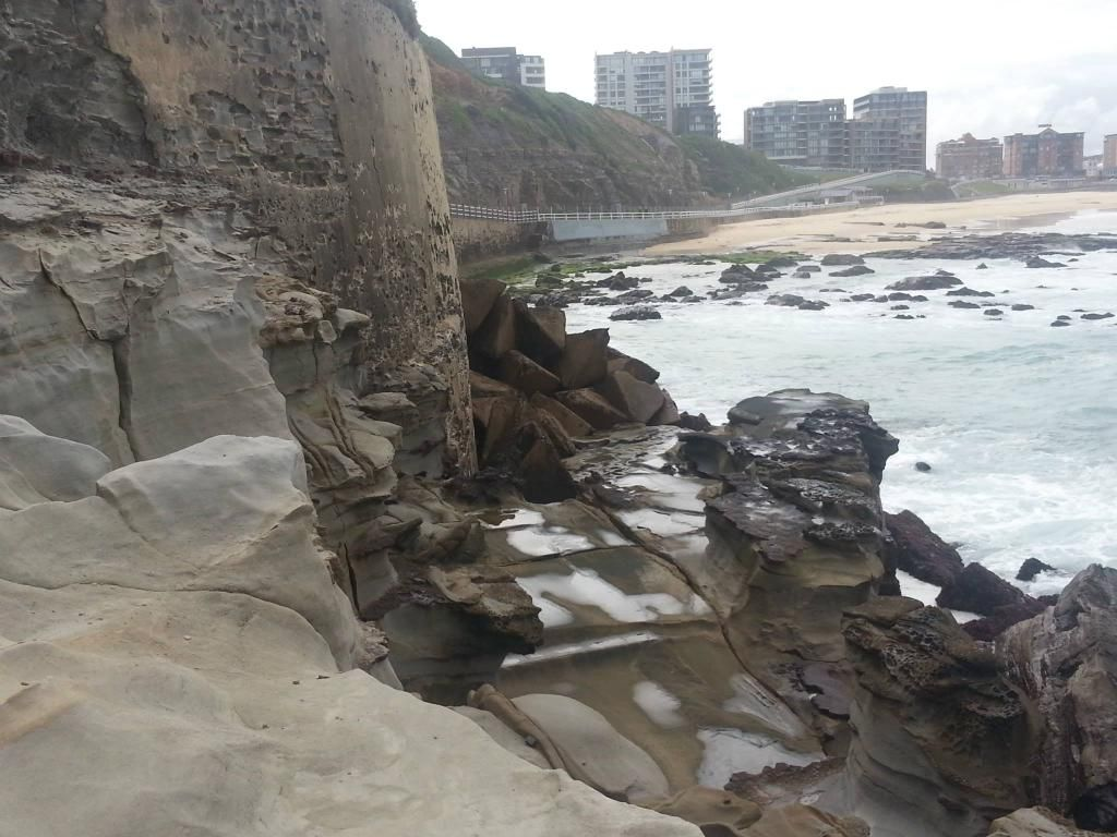 Did you know Newcastle was shelled during WWII? Some of the beaches still have tank traps! on.fb.me/1ojZqWG pic.twitter.com/2W9OfdRcC2