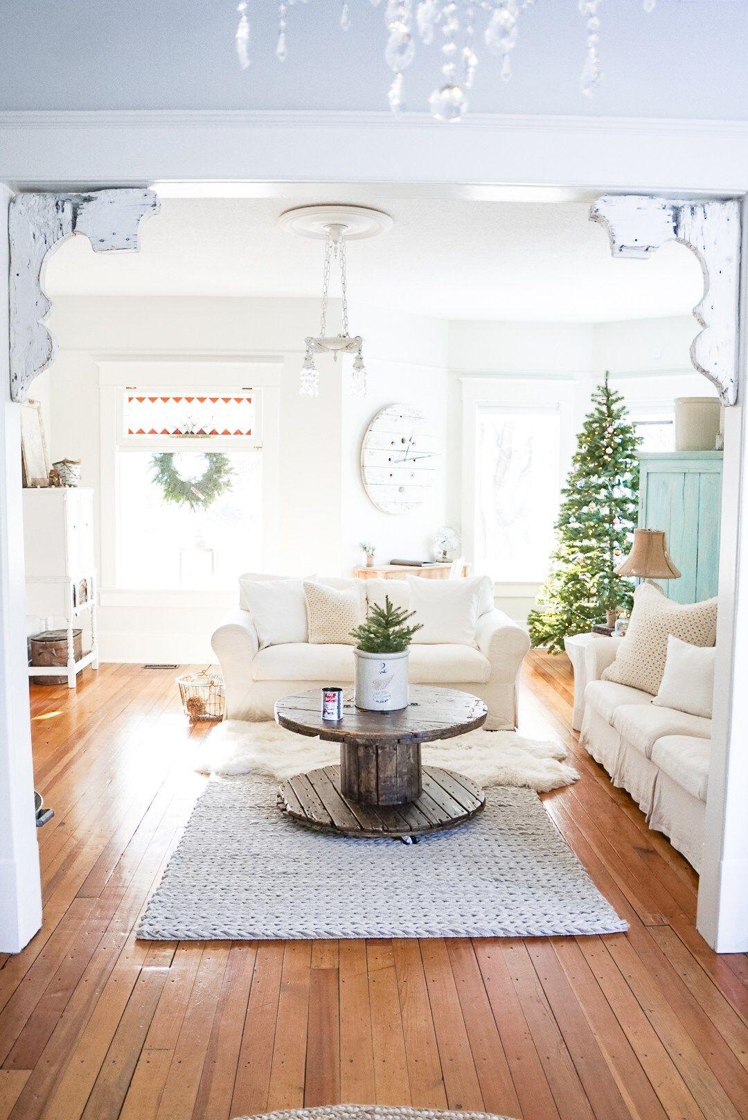 Simple Vintage Farmhouse Christmas Decor Ideas Spool Clock White ...
