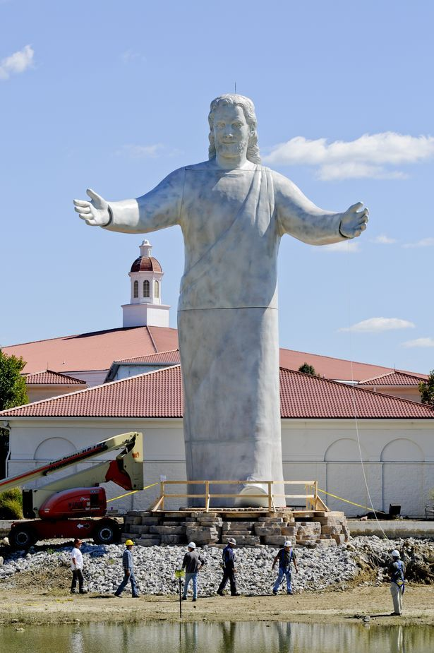 Jesus Statue Ohio Jesus Statue At Solid Rock Church