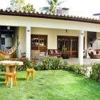 Navegue por fotos de Casas Tropical: Casa de Praia. Veja fotos com as melhores ideias e inspirações para criar uma casa perfeita.