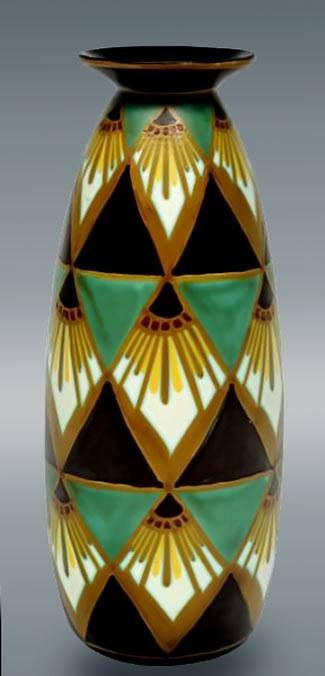 Редкого дизайна полихромная ваза с сильно стилизованными цветочными мотивами. 1927, Чарльз Катто /  Rare polychrome design with strongly stylized floral motifs. 1927, Charles Catteau