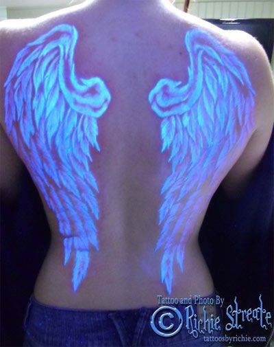909355e3a9c66 16 Glow in the Dark Tattoos that Light Up the Night | Tattoos ...