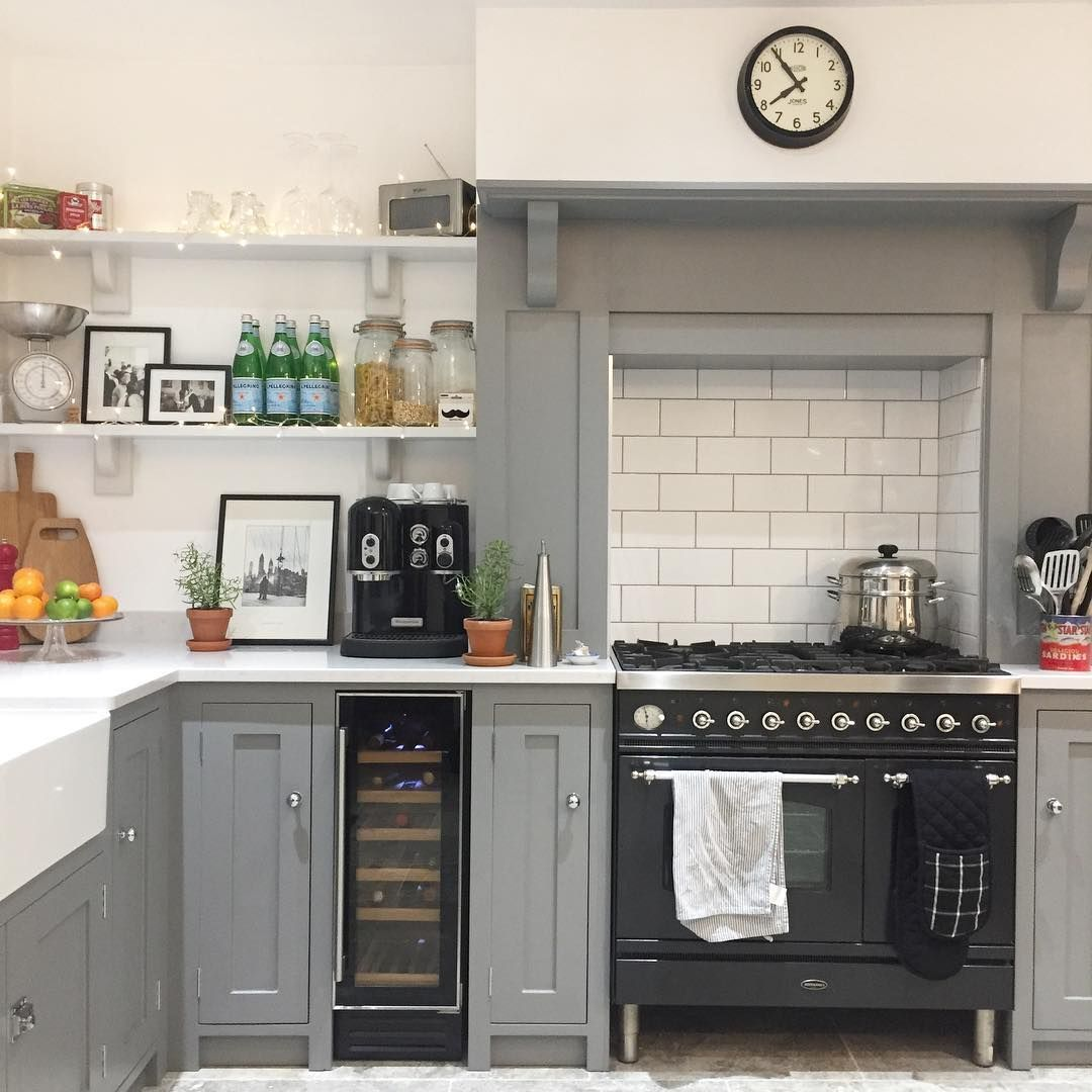 Best Grey White Country Kitchen Open Kitchen Shelves 640 x 480