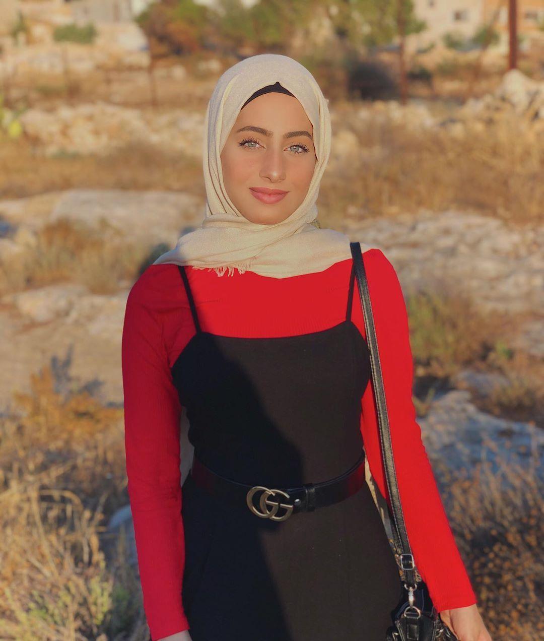 45 1k Likes 800 Comments رغد Raghad Rragoode On Instagram لا يوجد مصعد كهربائي للنجاح عليك أن تصعد السلالم Fashion Hijabi Nun Dress