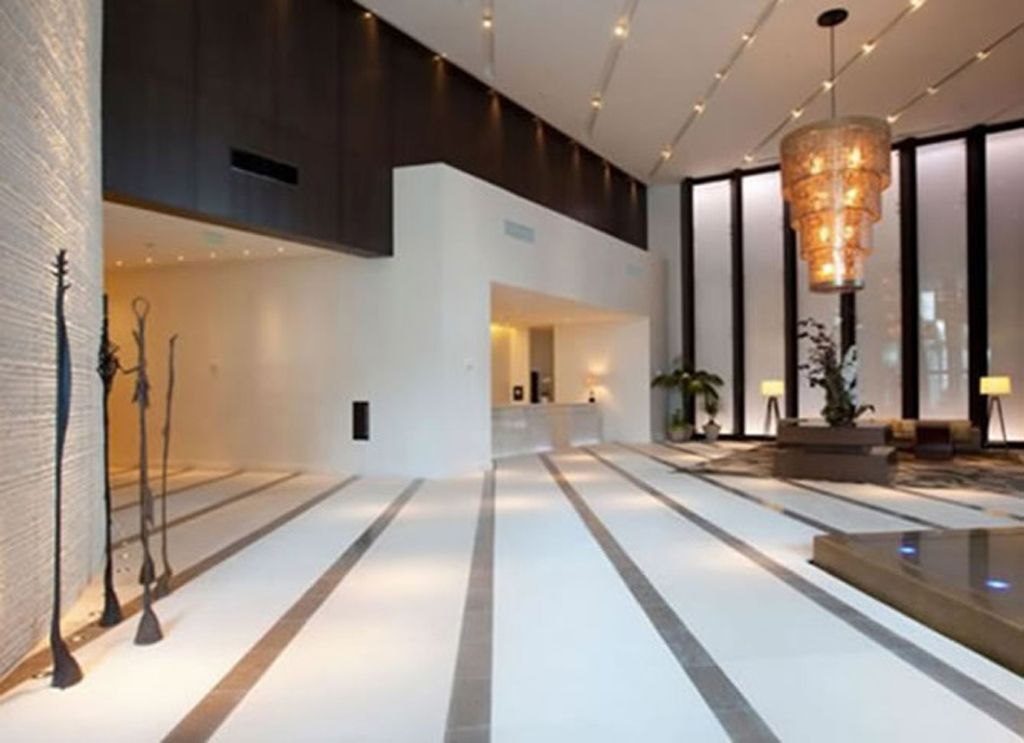 Modern lobby hotel design with luxury chandelier and for Modern hotel decor