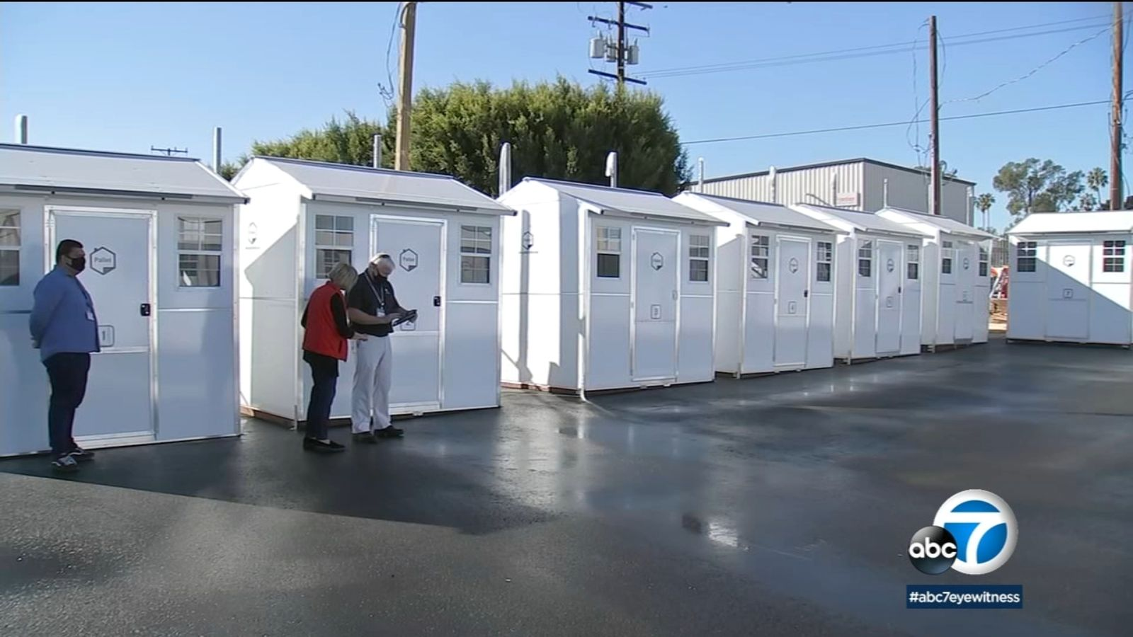 Redondo Beach Experimenting With Using Tiny Houses Made From Pallets To Help Homeless Get Back On Their Feet Ab Tiny House Community Redondo Beach Tiny House