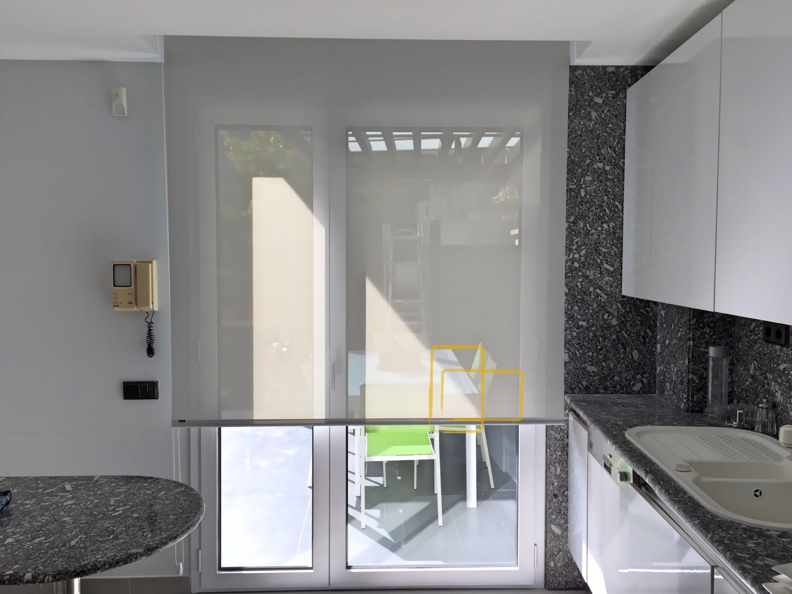 Cortina enrollable ideal para cocinas solart cortinas - Estores de cocina ...