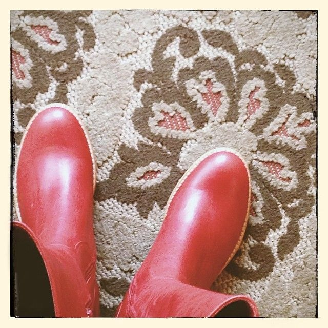 Lena by #chocolatblu at #norasshoeshop. #peepingsoles #boots #red #vsco #vscocam