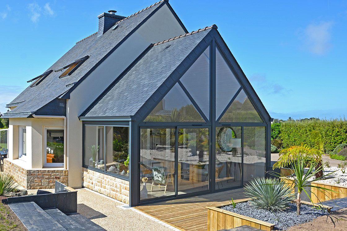 Extension maison moderne en pignon toiture double pente ardoise - réalisation VÉRANDALINE en ...
