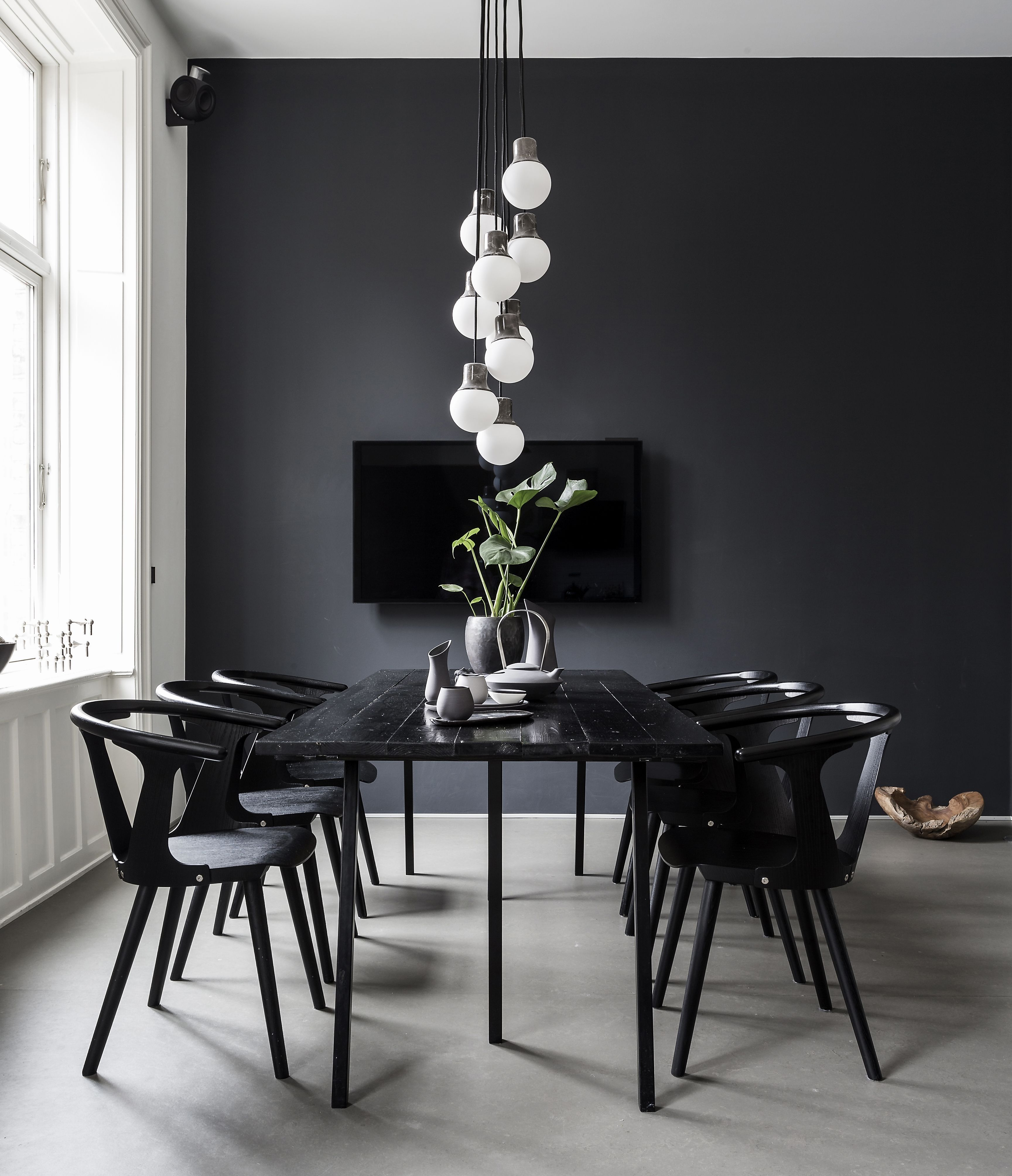 What S Hot On Pinterest 5 Scandinavian Christmas Decorations Minimalist Dining Room Modern Dining Room Mid Century Dining Room Tables