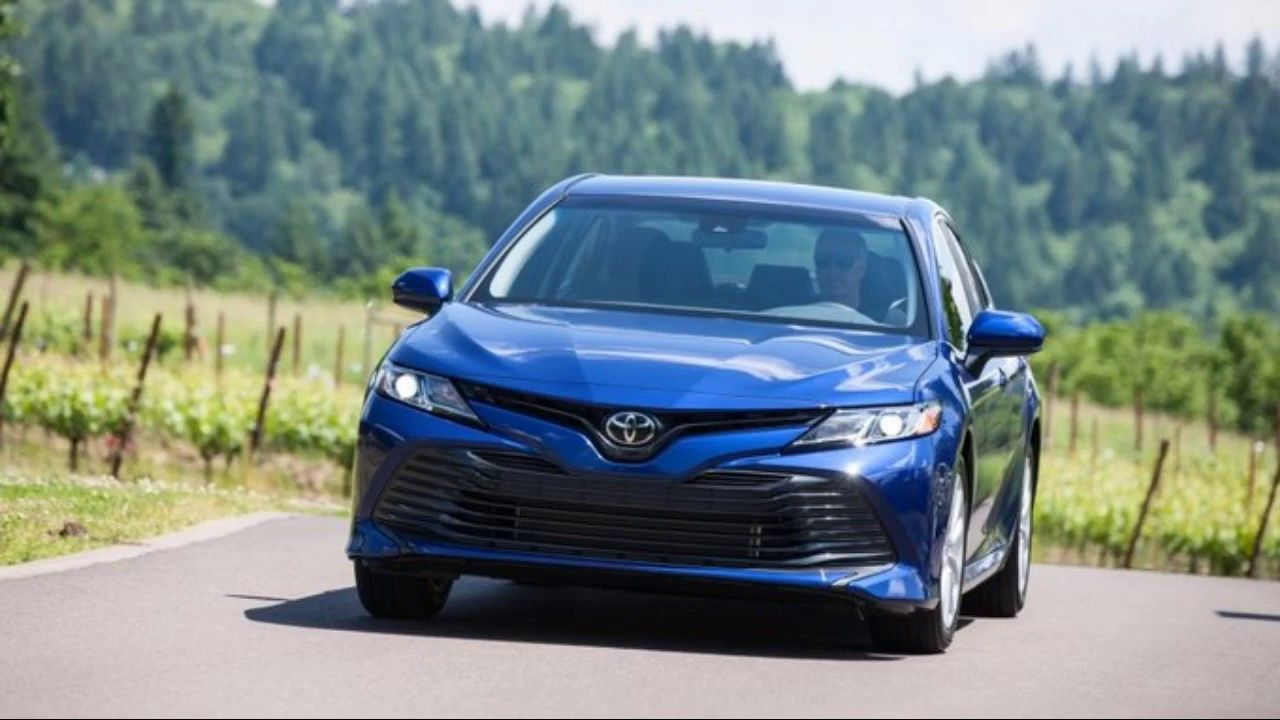 2019 Toyota Camry new hybrid vehicle, all specs (With