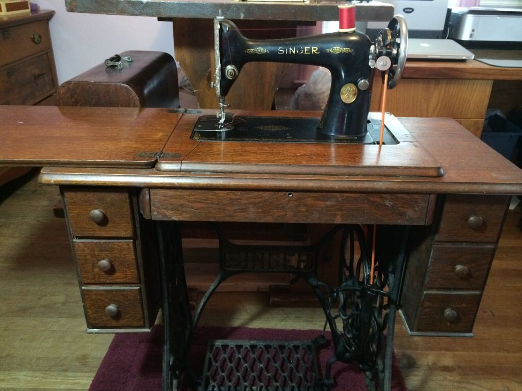 Treadle Sewing Machine Cabinet 34 Best Images About My Vintage Sewing Machines On Pinterest