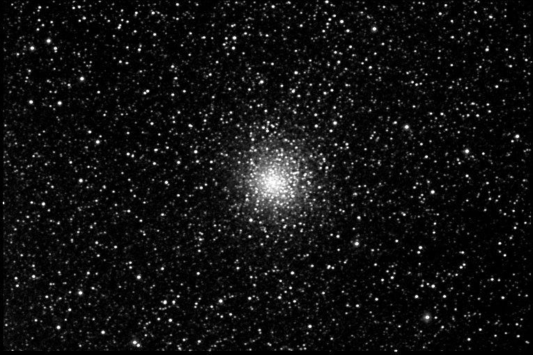 El cúmulo globular M62 (también llamado Objeto Messier 62 o NGC 6266) es un cúmulo globular en la constelación de Ophiuchus. Fue descubierto en 1771 por Charles Messier. M62 está a una distancia de 22.500 años luz de la Tierra y un diámetro de 100 años luz. Debido a su proximidad con el centro de la galaxia y la consecuente atracción que este ejerce sobre M62, el cúmulo está deformado ya que su área sureste está más concentrada que todas las demás.