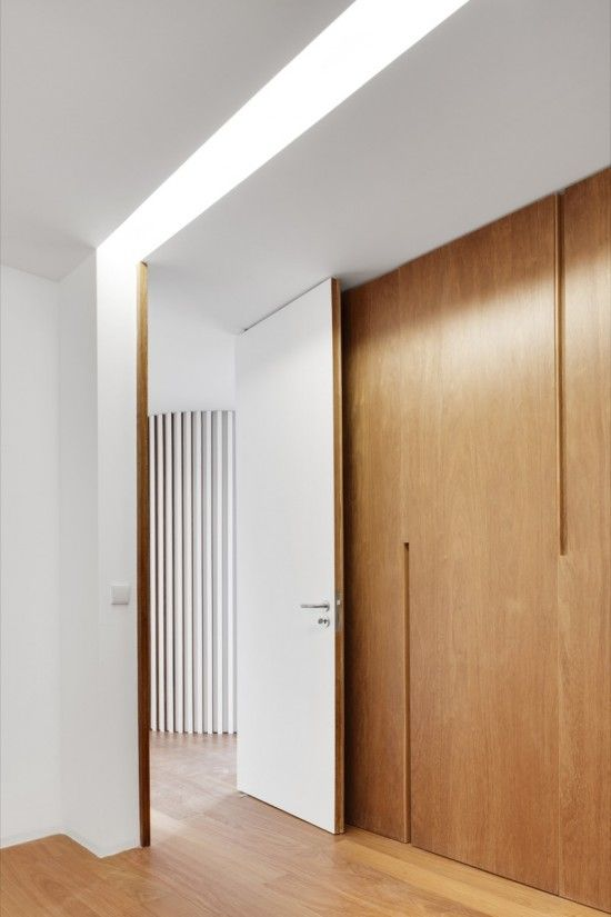 Loving the recessed door handles on the joinery doors. C
