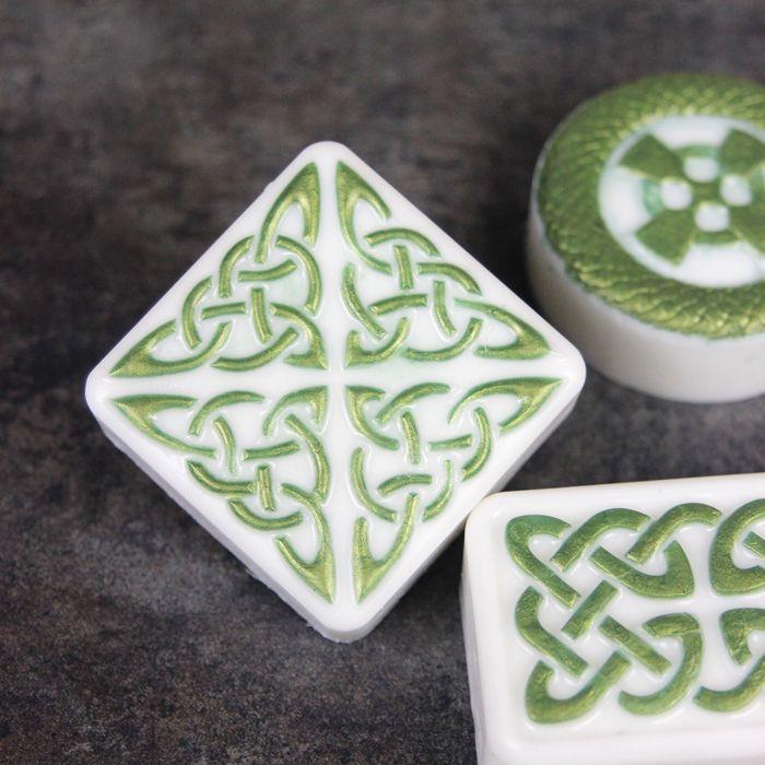 Thai Tea Melt And Pour Bars Tutorial: Celtic Combination Melt And Pour Tutorial