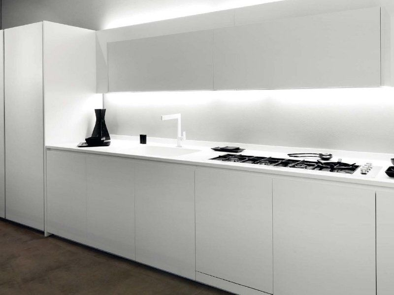 Kitchen space / cocina Corian® kitchen with integrated handles T45 ...