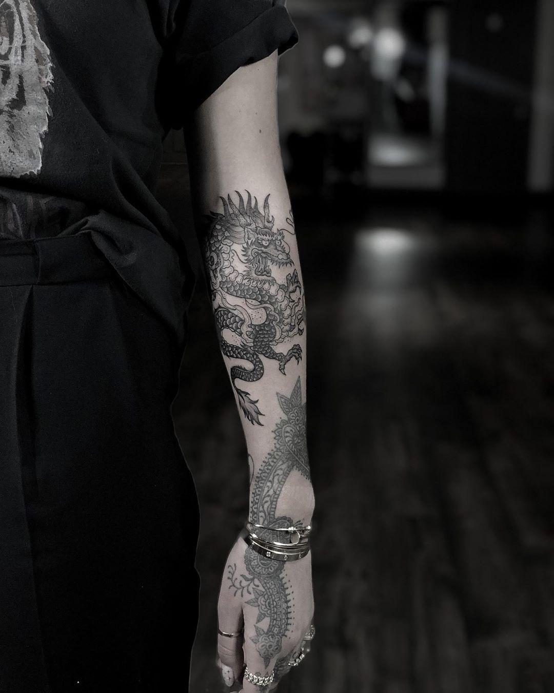 """Photo of EMA SWEENEY TATTOO auf Instagram: """"Hatte gestern das Vergnügen von @jamiegenevieve Company ….. hat einen chinesischen Drachen zu ihrer Sammlung wunderschöner Arbeiten hinzugefügt ? Für immer dankbar für…"""""""