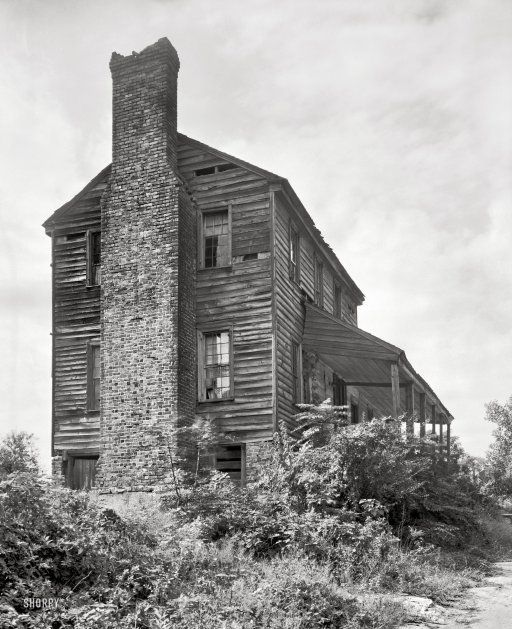 Great Chimney House: 1939. An Amazing Old House Found On