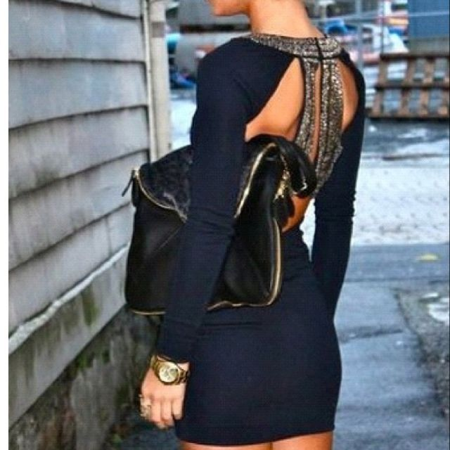 love the back on this dress