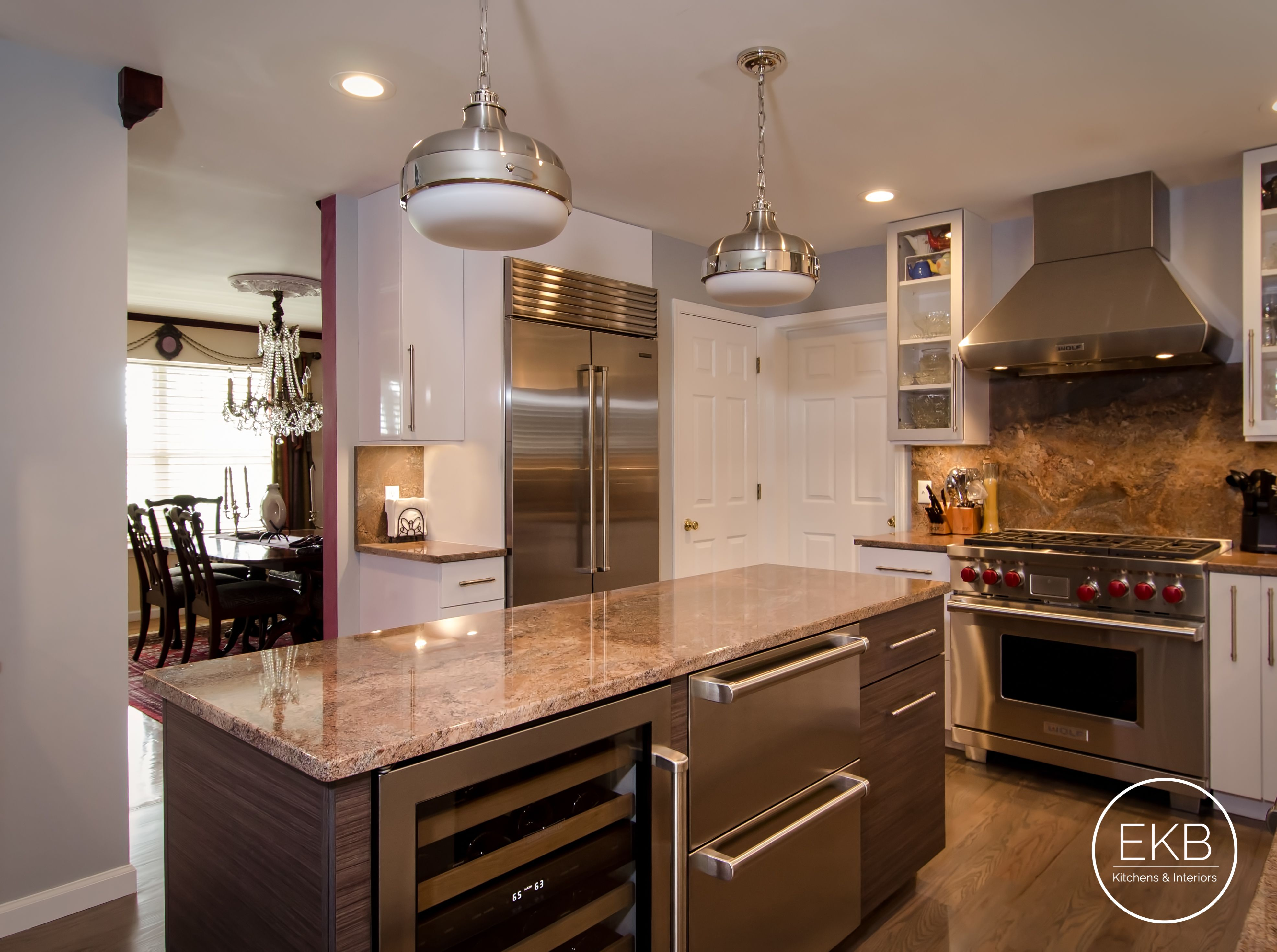 Eclipse Thermally Infused Laminate Cabinets In A Metropolitan Door Style To Give This Kitchen A Ma Kitchen Design Installing Kitchen Cabinets Kitchen Remodel