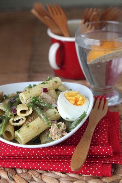la salade de p tes qui change avec des haricots du thon et une vinaigrette persil curry le. Black Bedroom Furniture Sets. Home Design Ideas