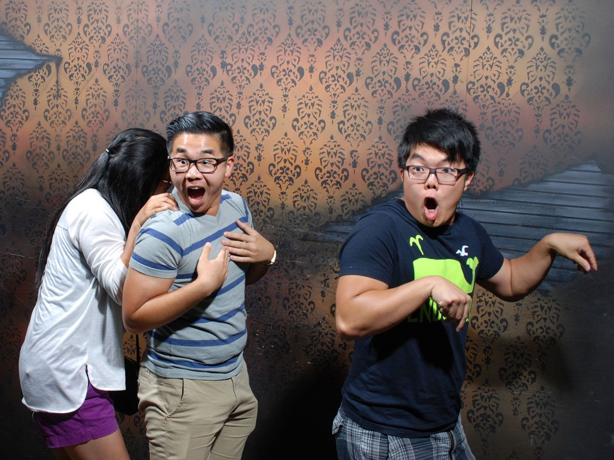50 hilariously ridiculous haunted house reactions - Funny Photoshop