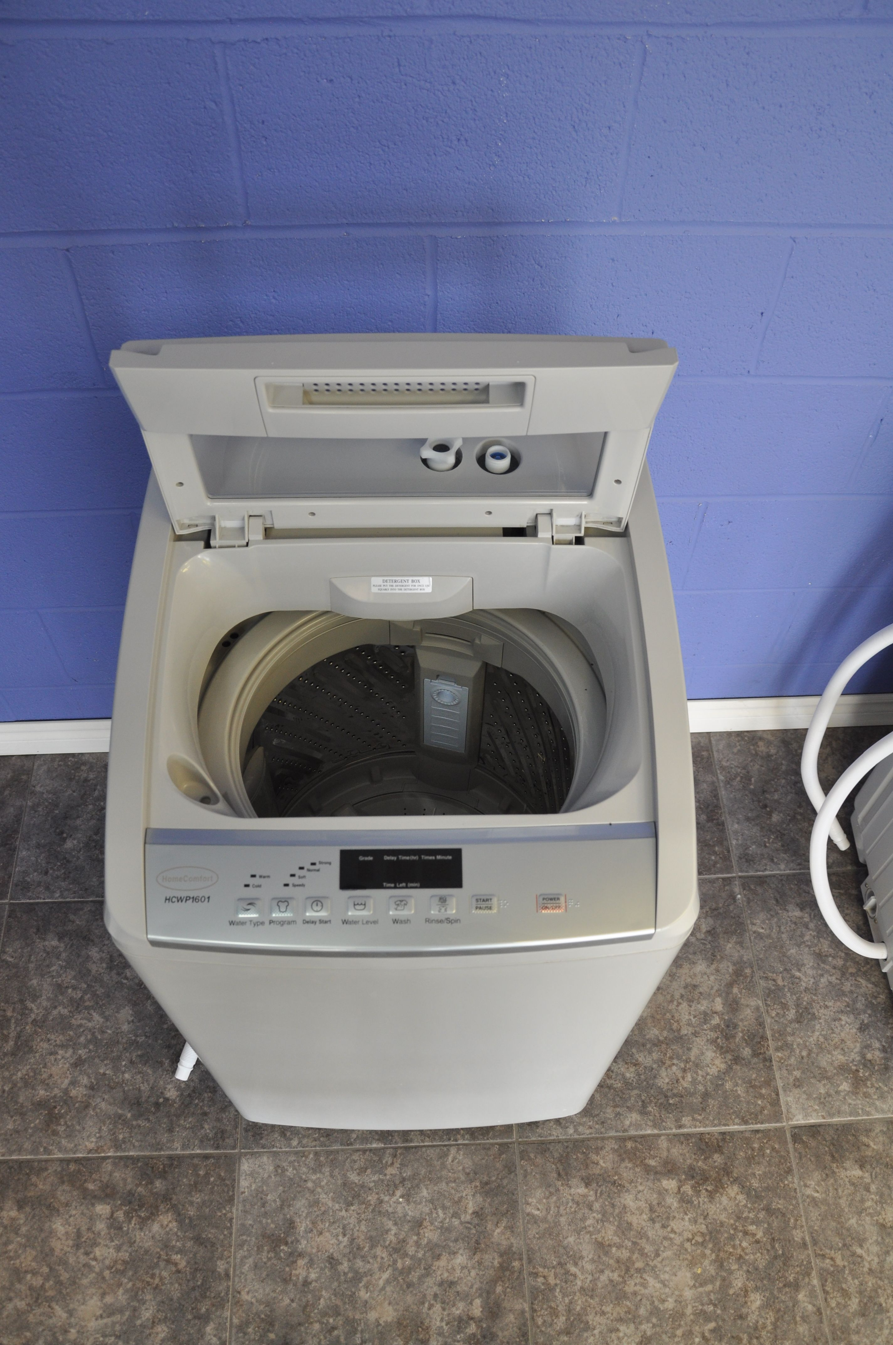 7kg/16 lb Clothes Washer Spacesaving design
