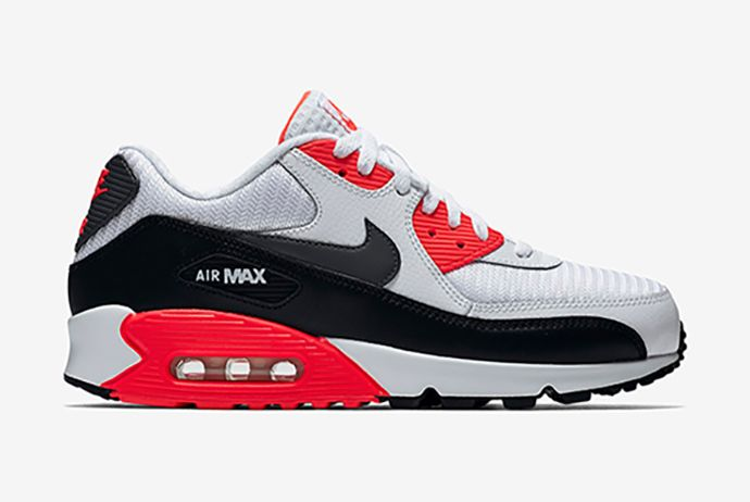 take advantage of great savings on Nike Air Max 90 Essential