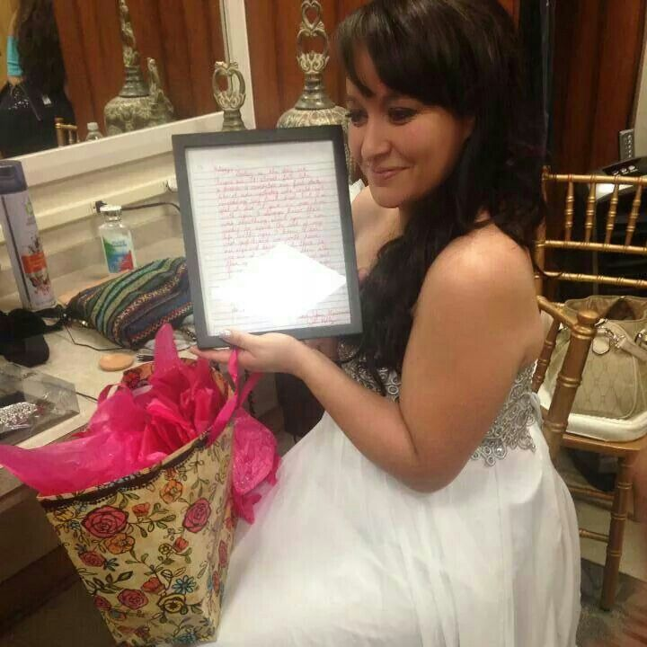 Maid Of Honor Frames A Letter From The Groom To Give As