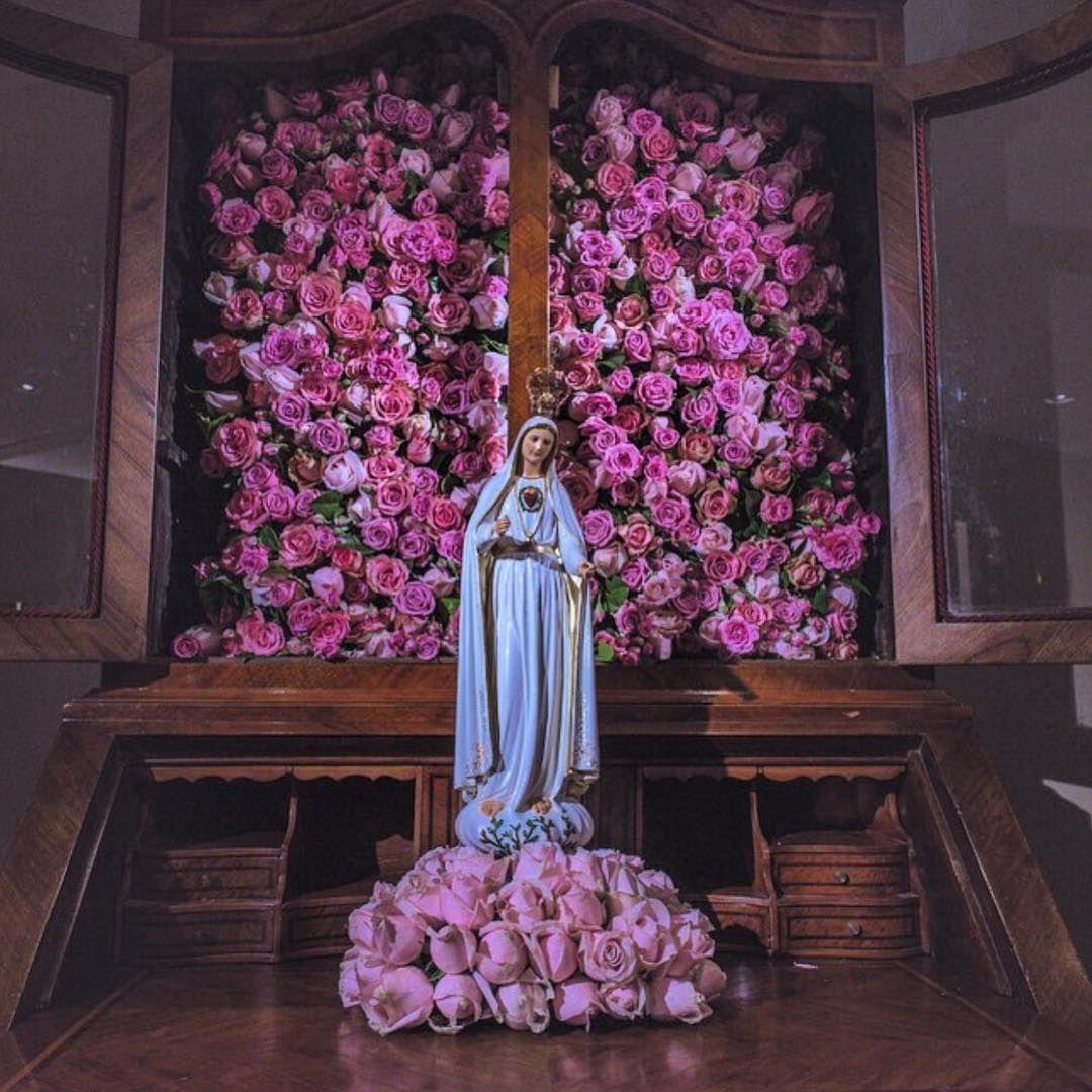 Nossa Senhora De Fatima Rodeada De Rosas Muita Lindeza Em Uma
