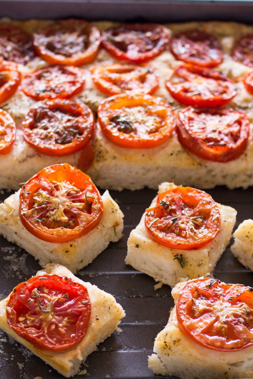 Leckeres Einfaches Weihnachtsessen.Fingerfood Focaccia Mit Tomaten Und Extra Dickem Boden