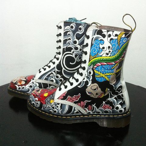 Oriental Tattoo on Dr.Martens boots for my buddy @zepprocknroll  See next photo for other view! Done with @angelusdirect paint. Love it! -- #angeluspaint #drmartens #docmartersbandung #custompaint #customshoes #oriental #orientaltattoo #japantattoo #hannyatattoo #samuraitattoo #traditionaltattoo #freehandpaint #freehanddrawing #art #shoesart #angelusdirect #angeluspaints #amazingtattoo #cooltattoo