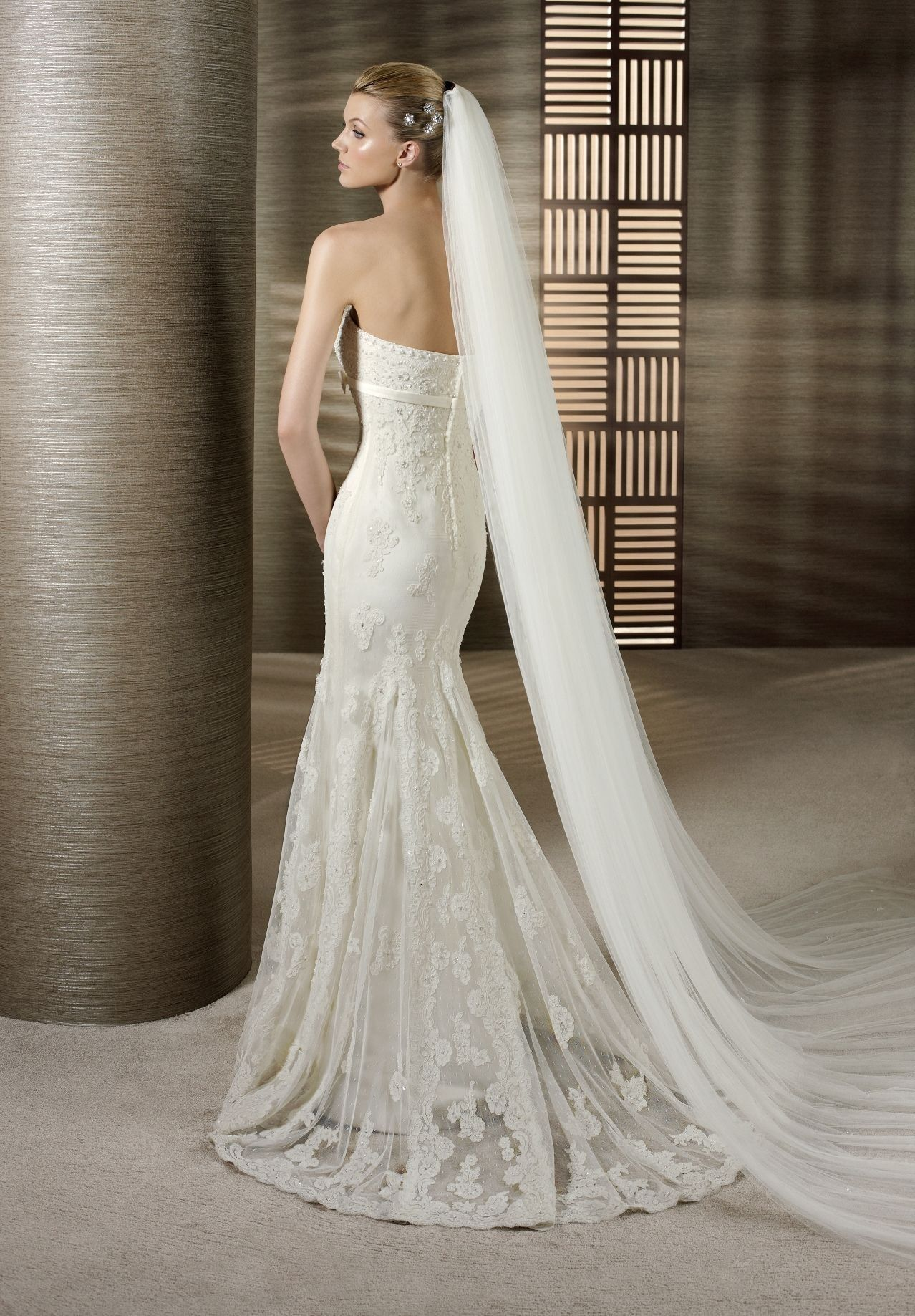 Beauty Looking Sexy and Elegant with Strapless Mermaid Wedding