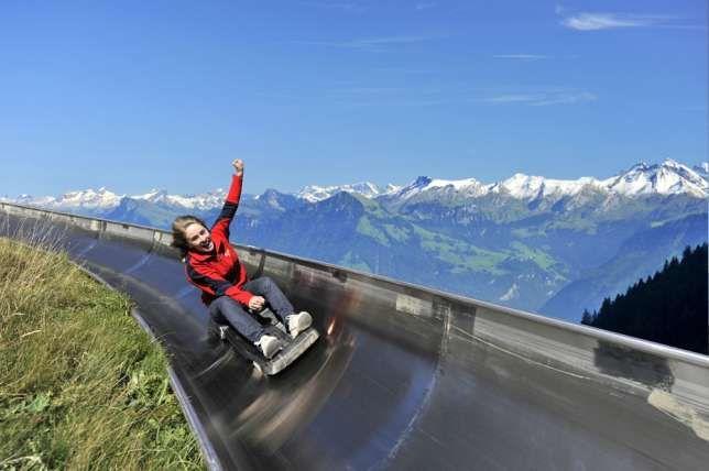 Adrenalin pur auf der längsten Sommerrodelbahn der Schweiz.
