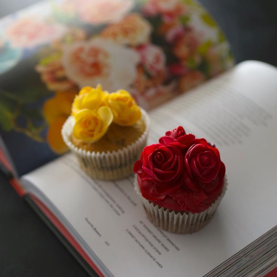 Red Yellow Flower Cupcakes Cupcakes In 2018 Pinterest