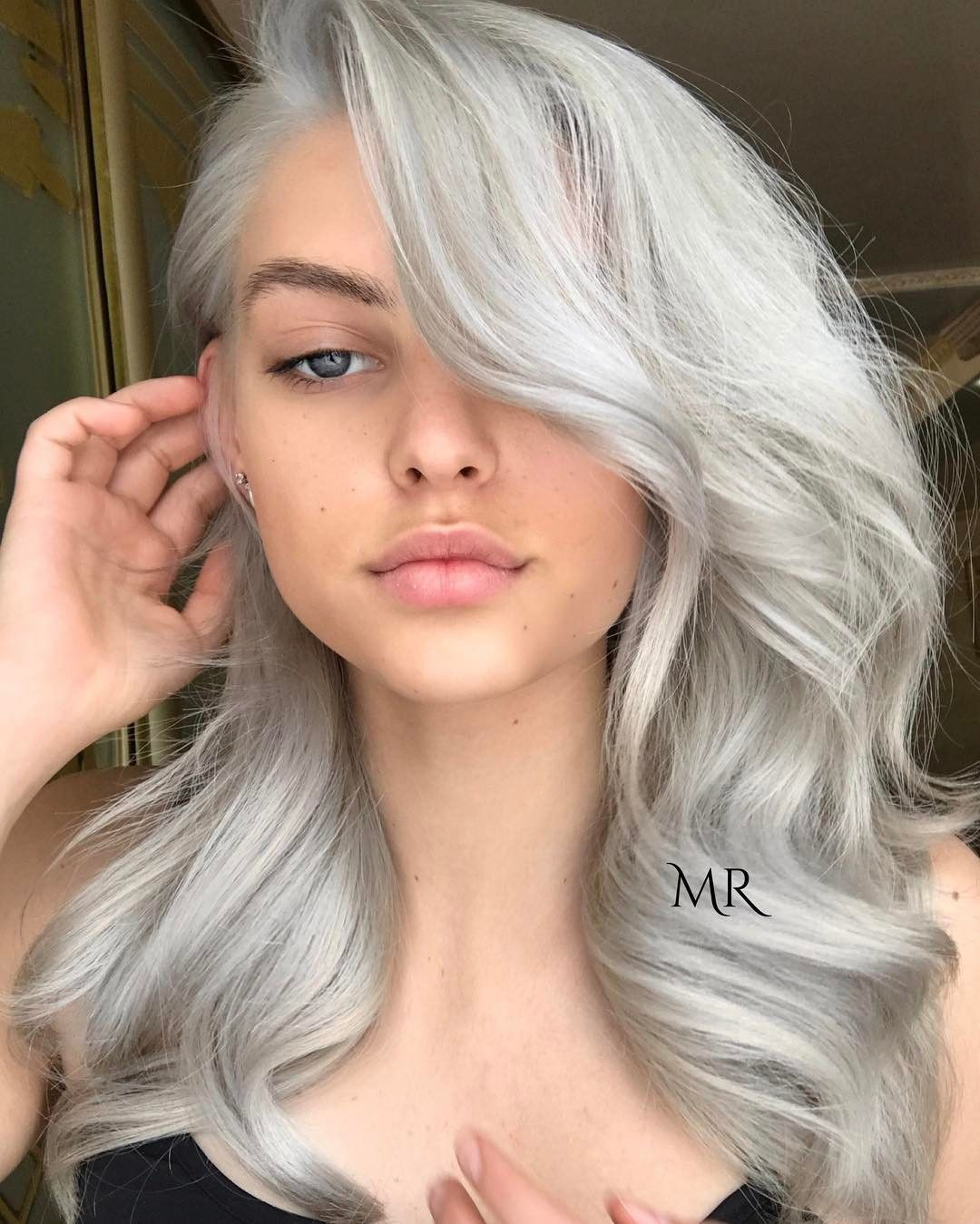 Icy Silver Hair Transformation Is 2017 S Coolest Trend Silver Blonde Hair Hair Transformation Grey Hair Color