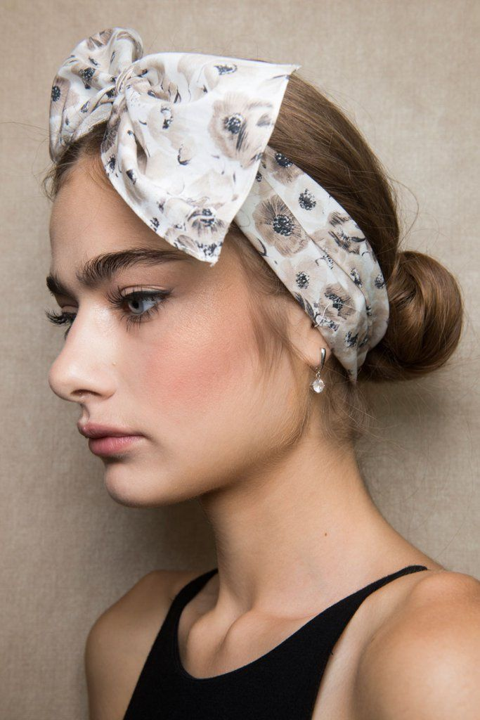 Lela Roses Croissant Bun Is The Chicest Style For Messy Second - Croissant hairstyle bun