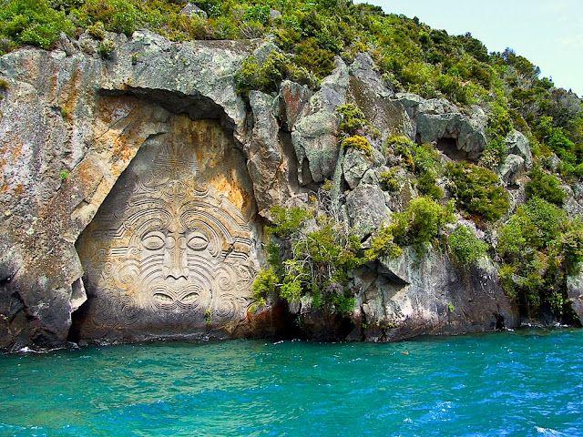 Māori carving ofNgātoro-i-rangi   on Lake Taupo, New Zealand
