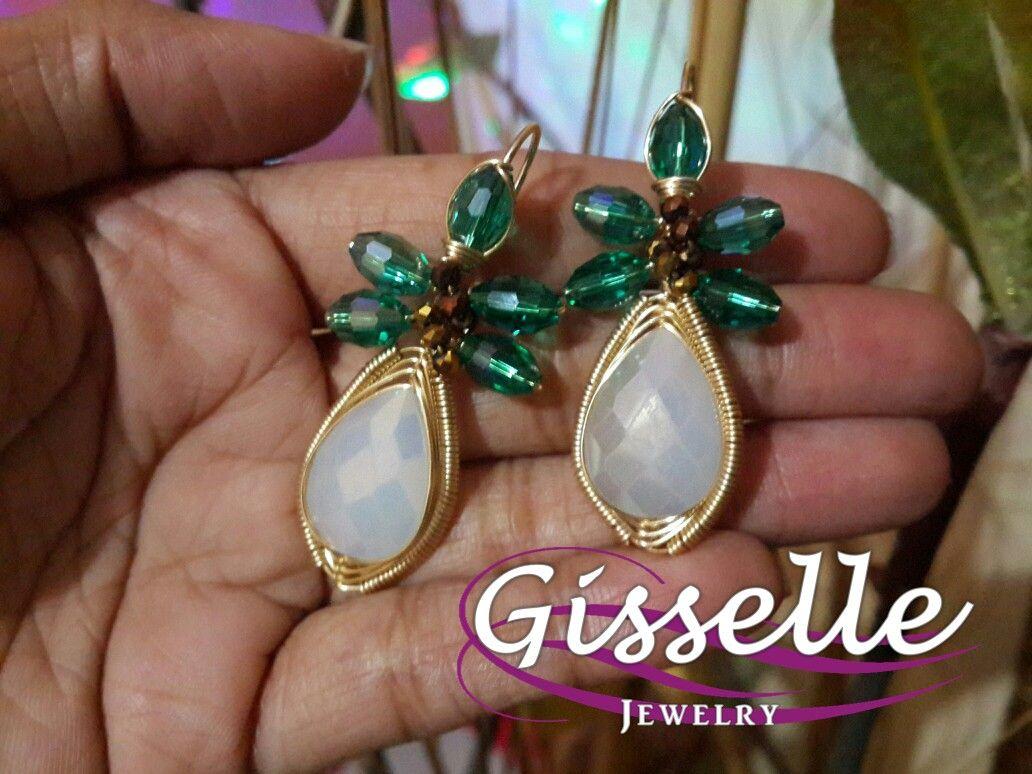 352d97060890 Aretes de cristal gota blanco y detalles de cristal verde tecnica de   alambrismo